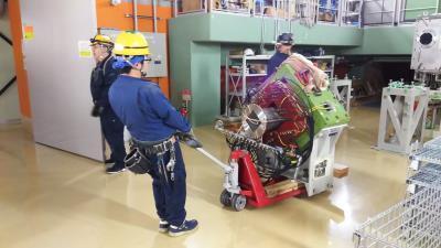 超伝導電磁石移設