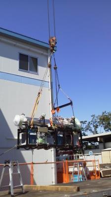 中性子加速器移設作業